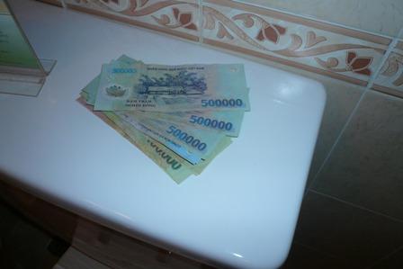 Toilet_500000_Paper.JPG