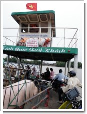 10km_south_Saigon_Ferry2.JPG